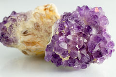 Härlig och naturlig Amethista sten Arkivbild