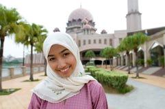 Härlig och söt asiatisk malajiska muslimsk dam Arkivbilder