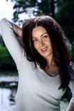 Härlig och sexig ung kvinna utomhus Royaltyfri Foto