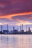 härlig oljeraffinaderithailand skymning Royaltyfri Foto