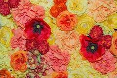 Härlig orange bakgrund för konstgjorda blommor Royaltyfri Fotografi