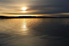 härlig oslofjord över solnedgång arkivbild