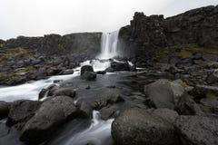 Härlig Oxararfoss vattenfall i den Thingvellir nationalparken, västra Island Royaltyfri Foto