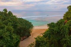 Härlig Pabang Pabang strand, sikt från ovannämnt precis för solnedgång bali indonesia Äta, be, älska Julia Roberts Royaltyfri Fotografi