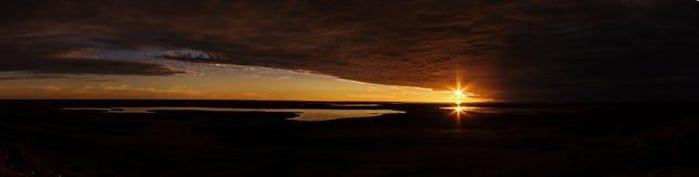 Härlig panorama av en solnedgång i den australiska vildmarken med 3 sjöar, scenisk utkik för resväska, Australien royaltyfria foton