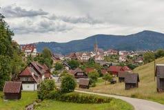 Härlig panoramautsikt av bergbyn Bermersbach royaltyfri foto