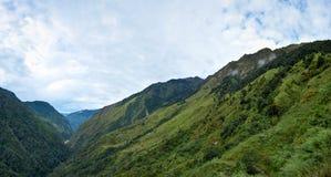 Härlig panoramautsikt av de Himalayan bergen på treken till Kangchenjunga, Nepal arkivfoton
