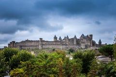 Härlig panoramautsikt av den gamla stadfästningen av den Carcassone slotten, Frankrike royaltyfria foton