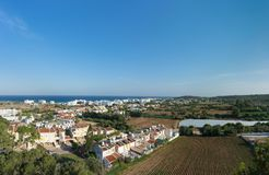 Härlig panoramautsikt av den Protaras staden och medelhavs- royaltyfri foto