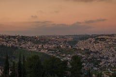 Härlig panoramautsikt av Jerusalem på aftontid israel arkivbild