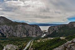 Härlig panoramautsikt på flodkanjonen Arkivbild