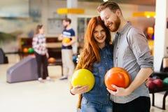 Härlig pardatummärkning och bowling Fotografering för Bildbyråer
