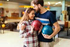 Härlig pardatummärkning och bowling Royaltyfria Foton