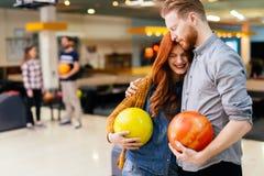 Härlig pardatummärkning och bowling Arkivbild