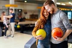 Härlig pardatummärkning och bowling Royaltyfria Bilder