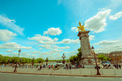 Härlig parisian plats med Seine River Arkivbild