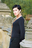 härlig parkståendekvinna Royaltyfria Foton