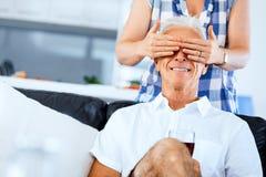 Härlig pensionär som älskar par arkivbild