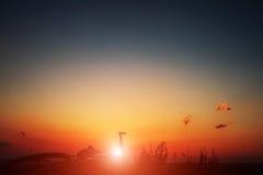 Härlig plats av cykeln på solnedgång Royaltyfri Bild