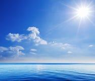 Härlig plats av havet och himmel Arkivfoto