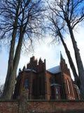Härlig röd katolsk kyrka, Litauen fotografering för bildbyråer