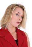 härlig röd kort muffdräktkvinna Arkivfoto