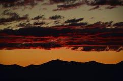 härlig röd solnedgång Arkivfoto