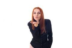 Härlig rödhårig mankvinna som överför en kyss Arkivbilder