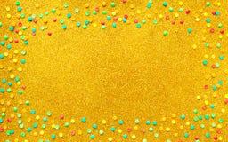 Härlig ram med mångfärgade konfettier royaltyfri illustrationer