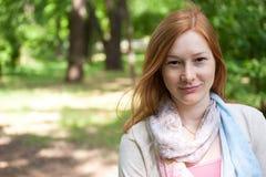 härlig redheadkvinna Fotografering för Bildbyråer