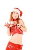 Härlig redheadkvinna med julklapp Royaltyfria Bilder