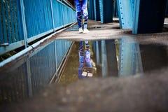 härlig reflexion i en pöl Arkivfoto