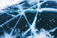 Härlig ren is med sprickor på Laket Baikal Royaltyfria Foton