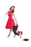 Härlig retro utvikningsflicka med den röda prickklänningen Royaltyfri Foto