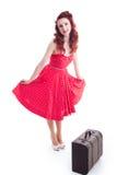 Härlig retro utvikningsflicka med den röda prickklänningen Royaltyfri Fotografi