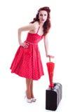 Härlig retro utvikningsflicka med den röda prickklänningen Arkivbilder