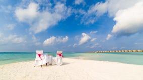 Härlig romantisk bröllopbåge på stranden arkivfoton