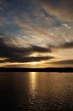 Härlig romantisk morgon över att se sjön Fotografering för Bildbyråer