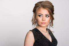 Härlig rysk flicka med en charmig sikt arkivbild