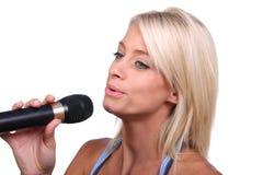 härlig sångare Royaltyfri Fotografi