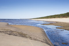 Härlig sandig havsstrand I Carnikava Lettland Arkivbilder