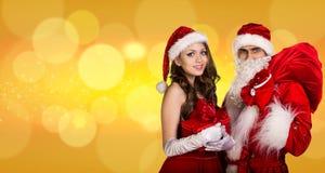 Härlig Santa Claus och santa flicka Arkivfoton