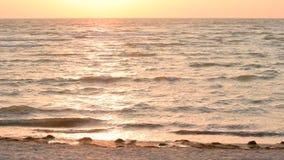 Härlig scenisk havsbakgrund på gryning arkivfilmer