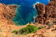 Härlig scenisk kustlinje på den franska Rivieraen nära Cannes Arkivbilder