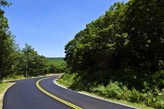 härlig scenisk landsväg Royaltyfri Fotografi