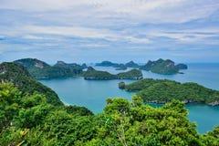 Härlig seascape av Ang Thong Island National Marine parkerar nära den Samui ön, Thailand, en av den mest berömda turist- semester Arkivfoton
