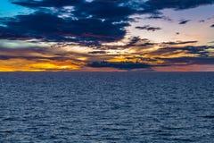 Härlig seascape av det baltiska havet nära Riga, Lettland som ses från shi arkivfoton