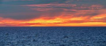 Härlig seascape av det baltiska havet nära Riga, Lettland som ses från shi arkivfoto