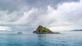 Härlig seascape för Kohchang ö av Thailand royaltyfri foto