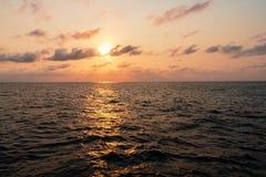 Härlig seascape från skeppet eller skytteln öppet hav royaltyfria foton